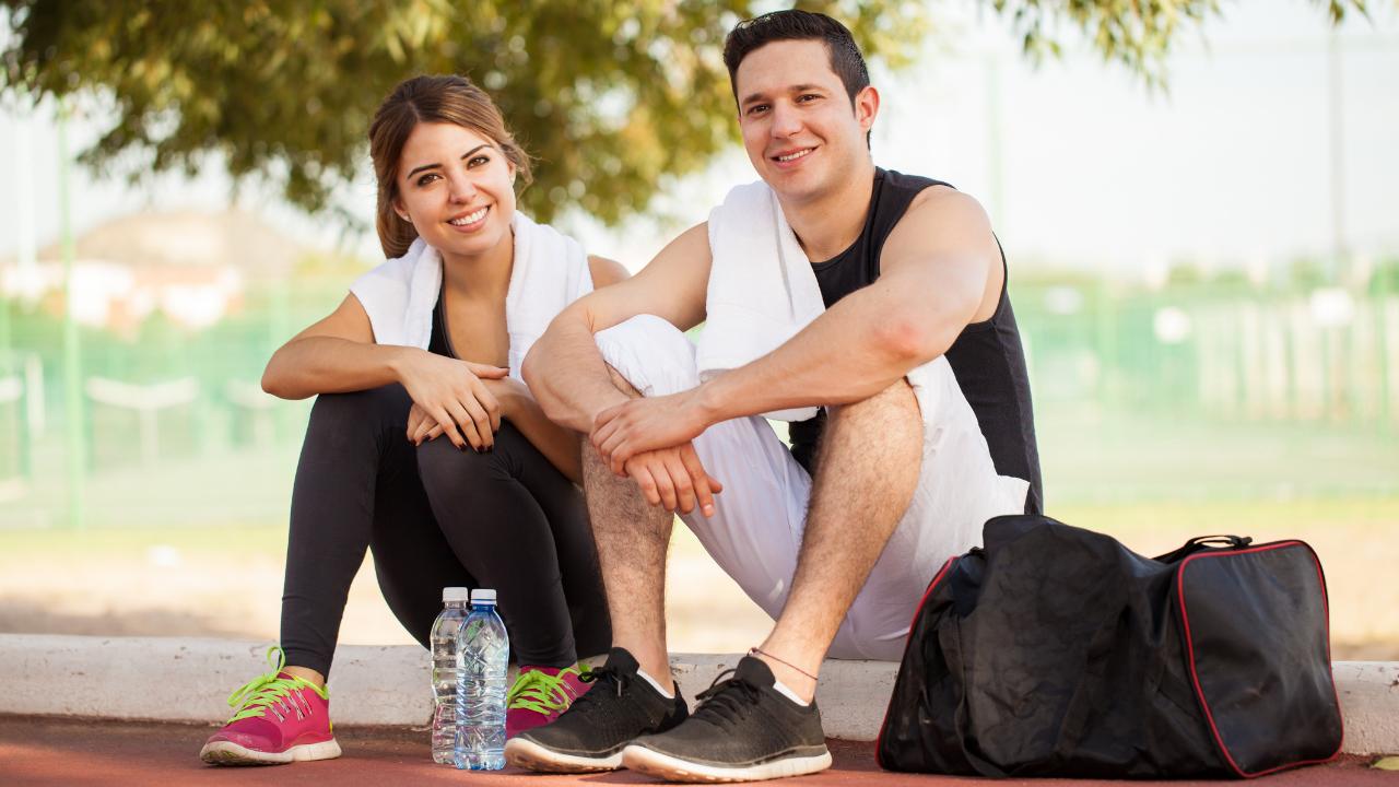 pareja haciendo ejercicios