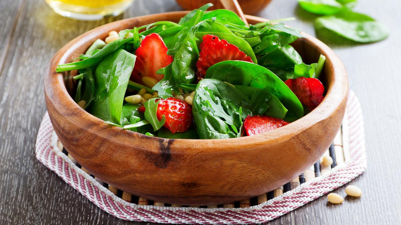 Balancea tu cena de Navidad con estas 3 ensaladas saludables (2)