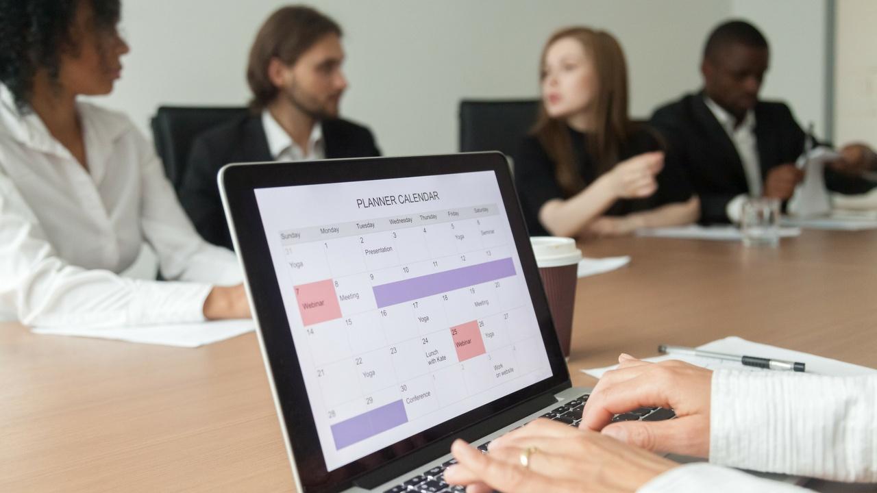 grupo en reunion organizacional