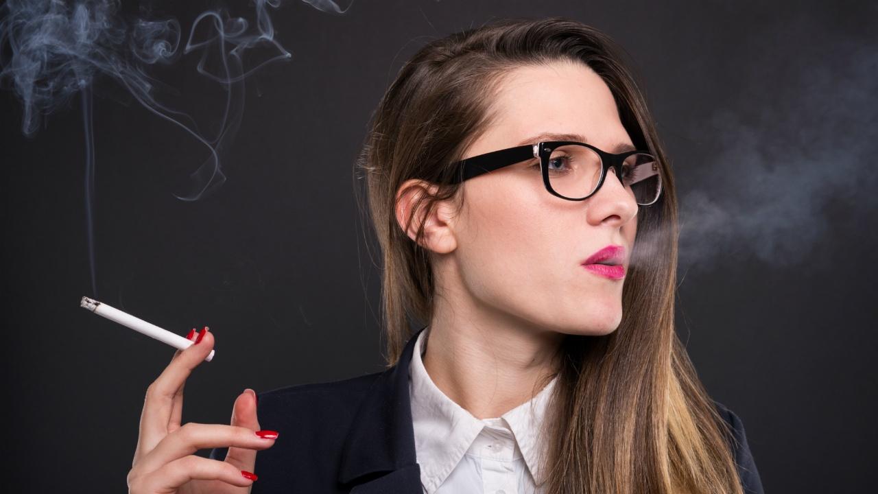 mujeres-y-tabaco-795605329