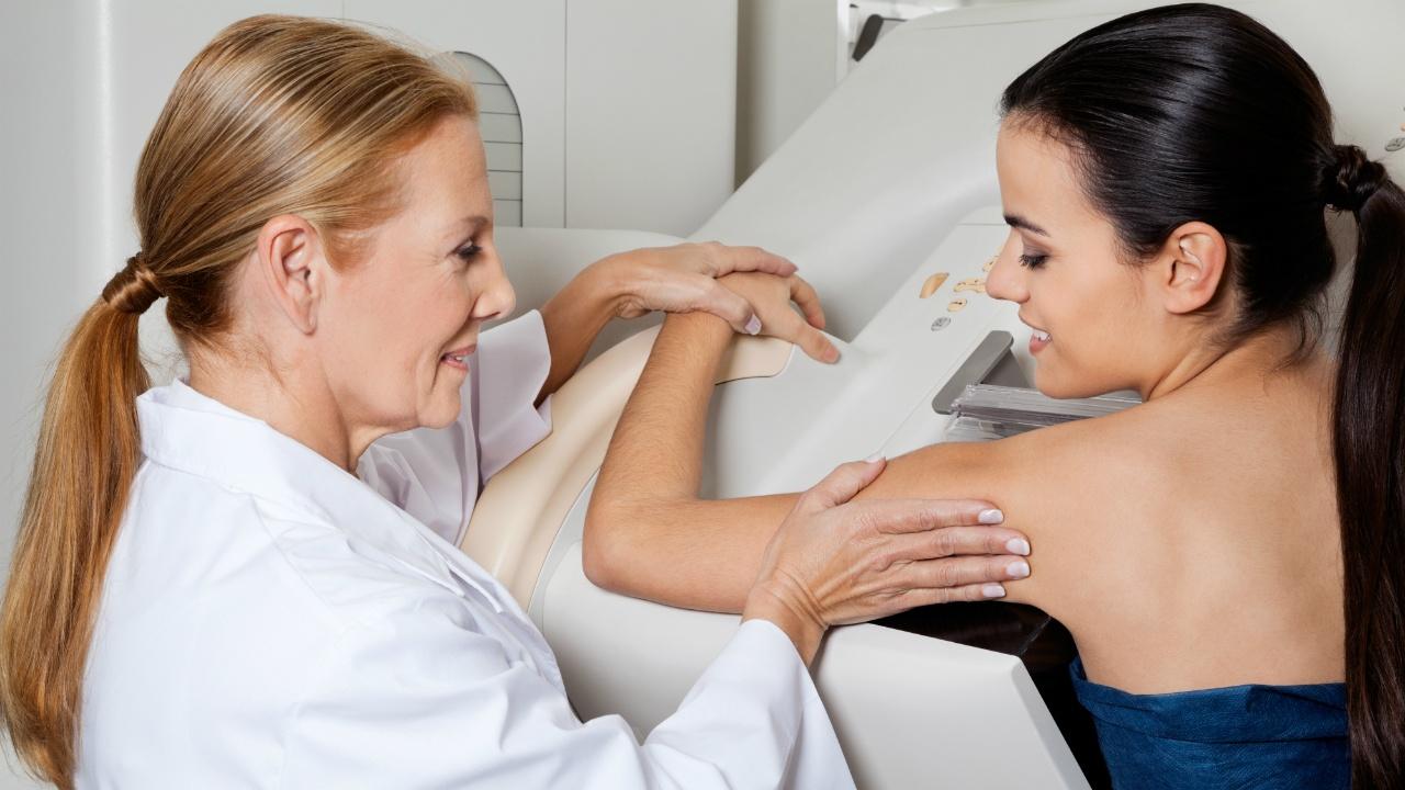 Aclara-tus-dudas-sobre-la-mamografia-y-supera-tus-miedos123448411