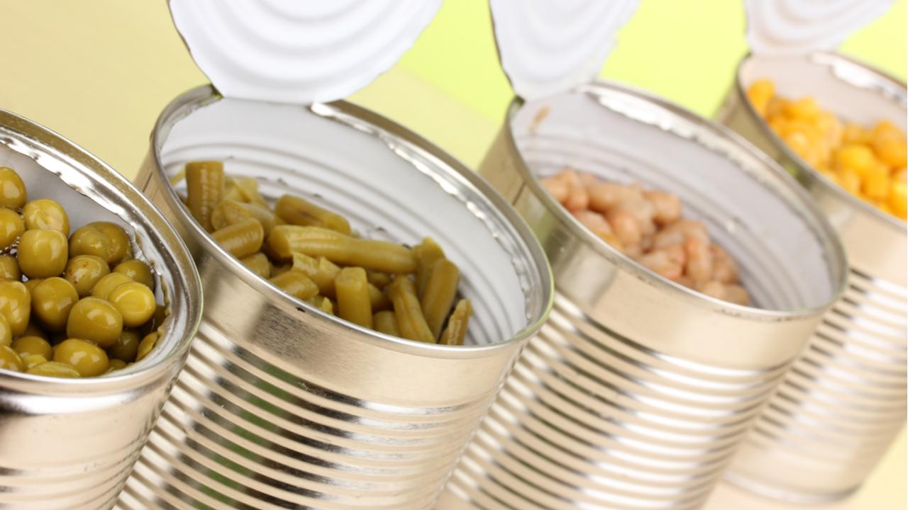 latas de verduras abiertas