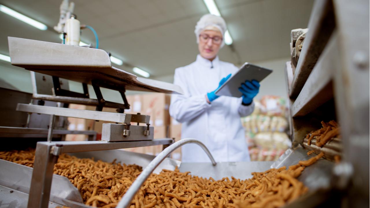 comida procesada en una fábrica