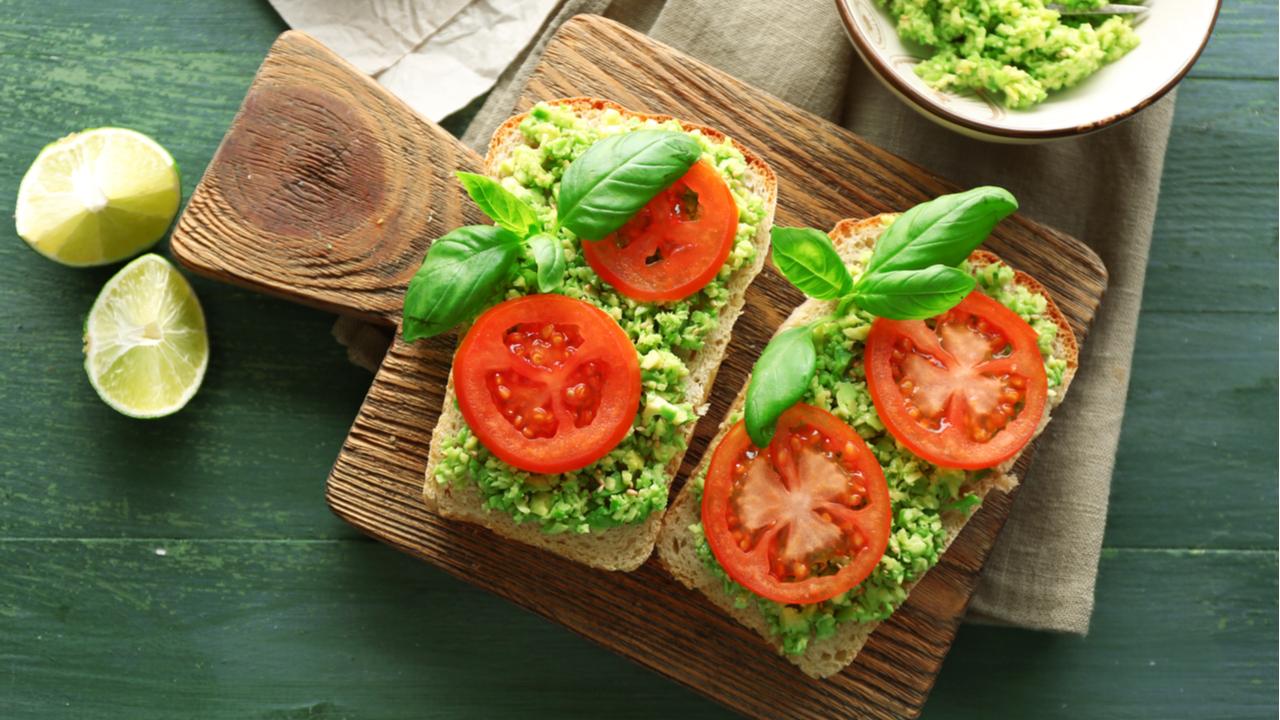 pan con palta y tomate