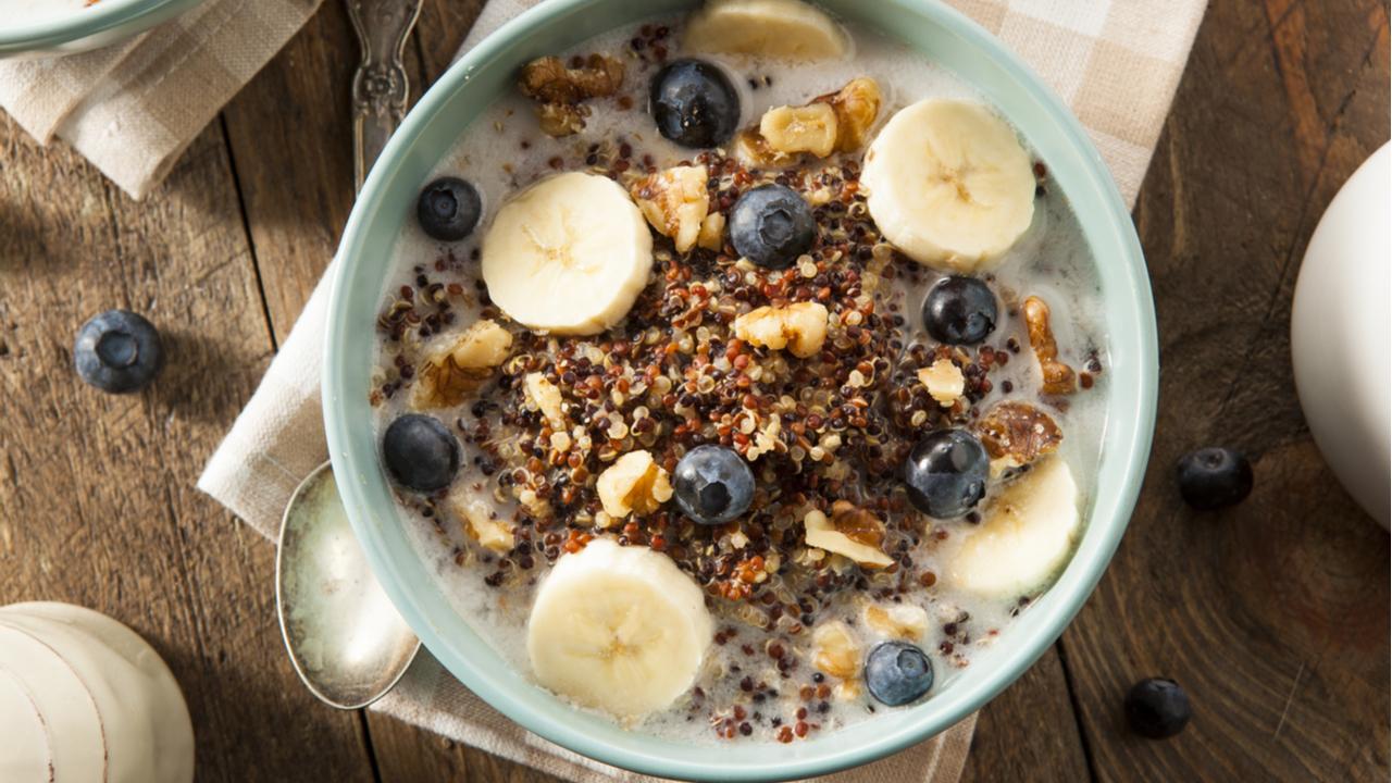 bol de quinua con frutas secas