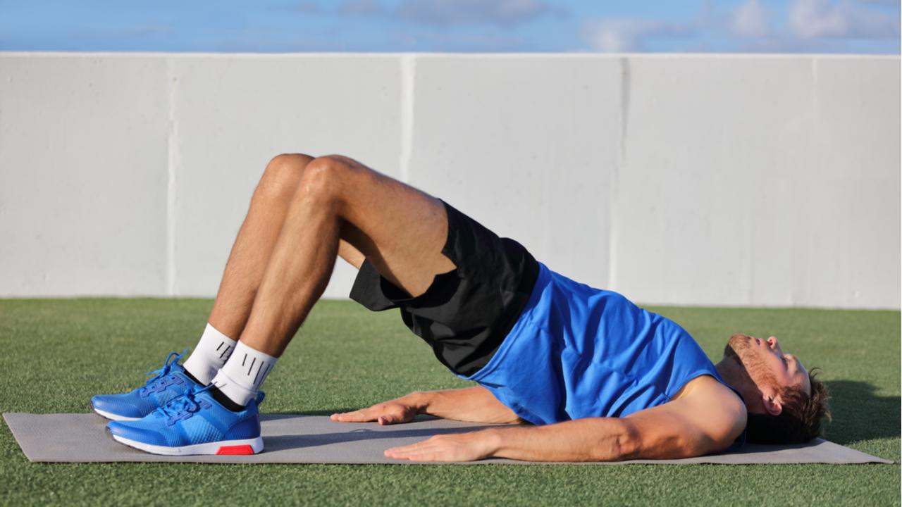 hombre haciendo elevacion de cadera