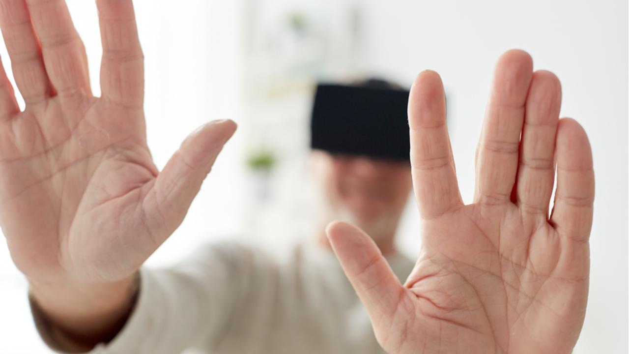 paciente con lentes de realidad virtual