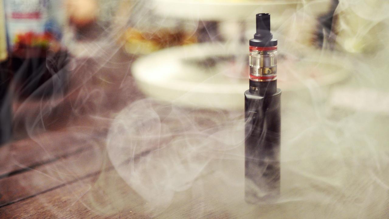El cigarrikllo electrónico no ayuda a dejar de fumar