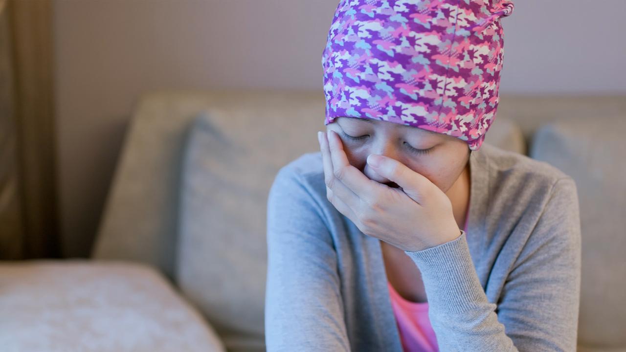 joven con nauseas cancer