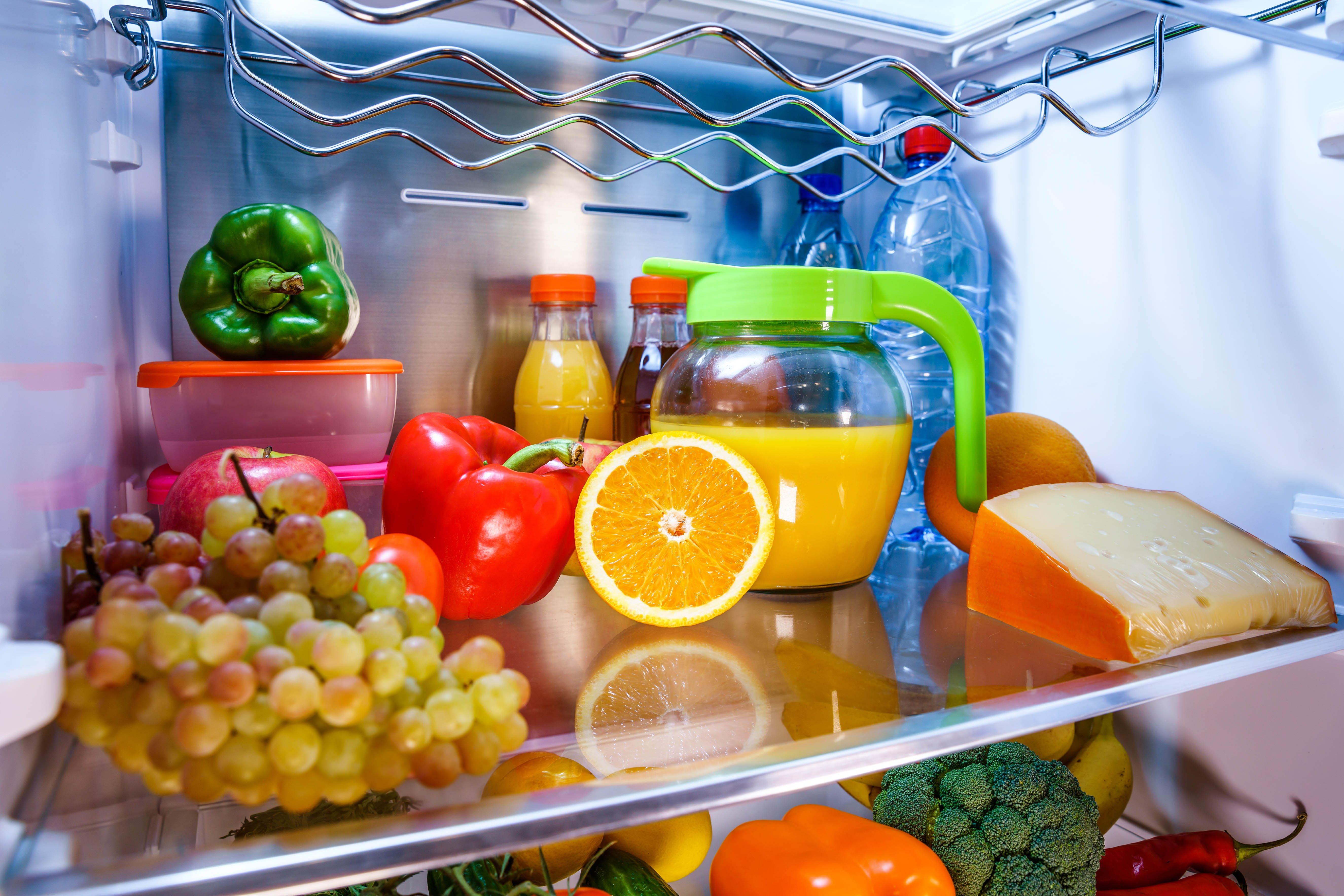 adentro de la refrigeradora