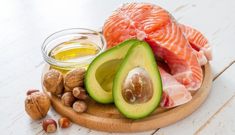 aceite palta salmon frutos secos