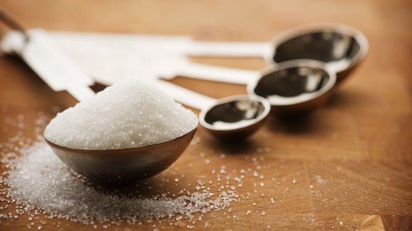 cuchara de azucar blanca