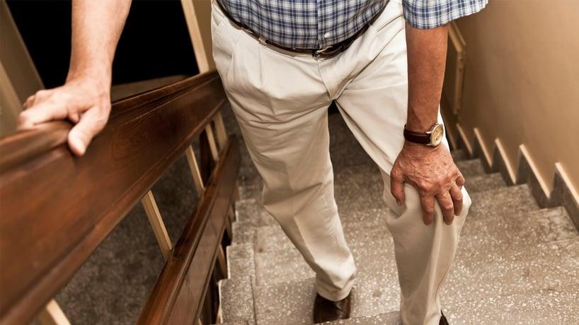 sintomas-cancer-prostata-dolor-piernas.jpg