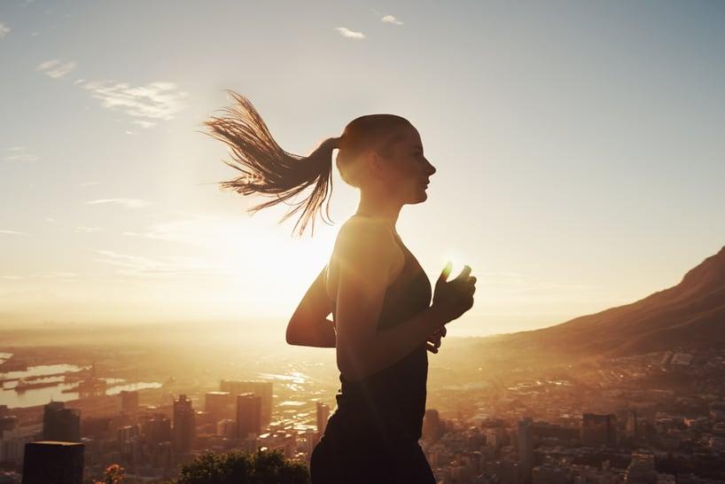 mujer corriendo haciendo deporte