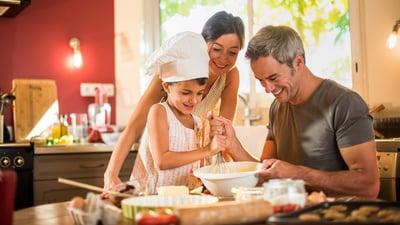 Preparar un postre con tus hijos nunca fue tan saludable