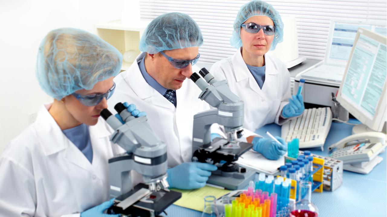 medicos-evaluando-linfoma