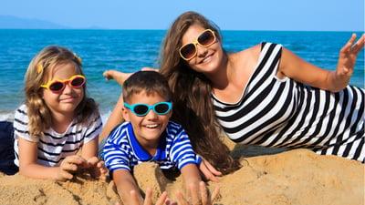 ¿Cuál es el mejor bloqueador para niños? 3 consejos para llevar a tus hijos a la playa