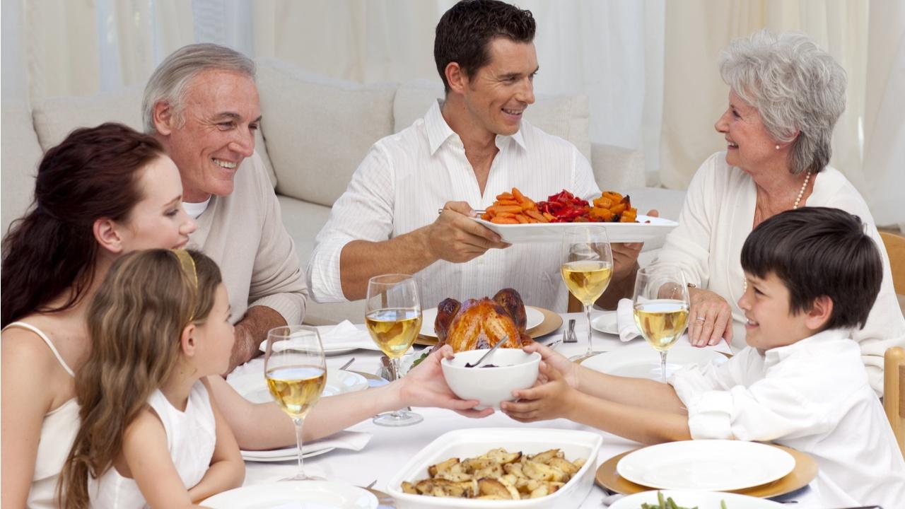 recomendaciones-saludables-para-prevenir-el-cancer-cenar-temprano