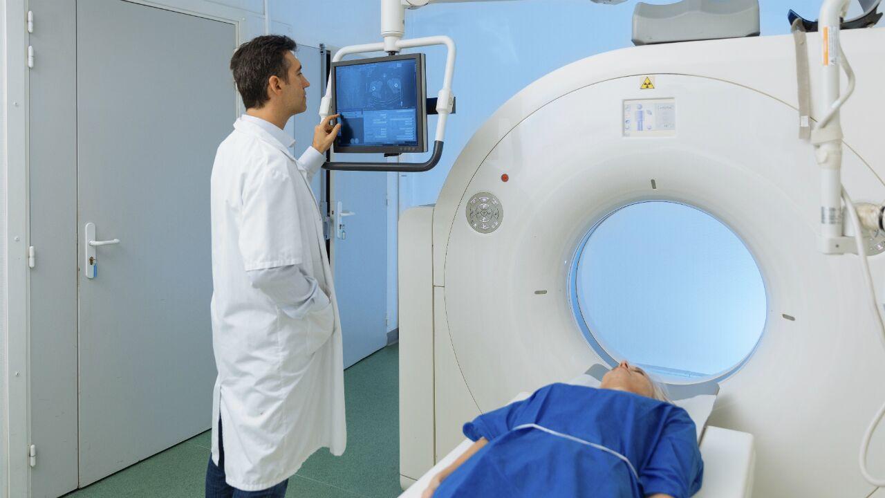 tratamiento-del-cancer-pulmonar-por-etapas-509318605_preview