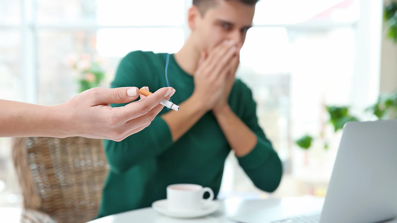 Por qué los fumadores pasivos inhalan 3 veces más sustancias tóxicas