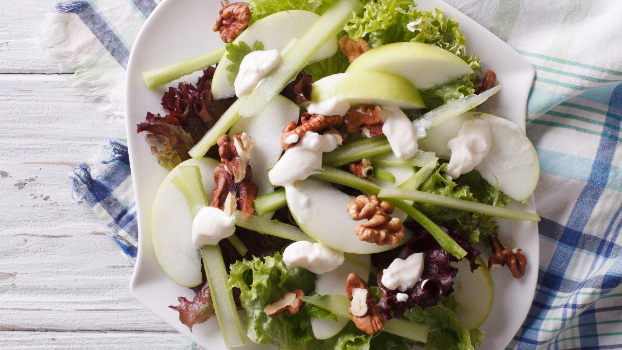 Balancea tu cena de Navidad con estas 3 ensaladas saludables