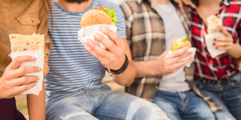 Comida chatarra: ¿Qué nos lleva a consumirla con frecuencia?