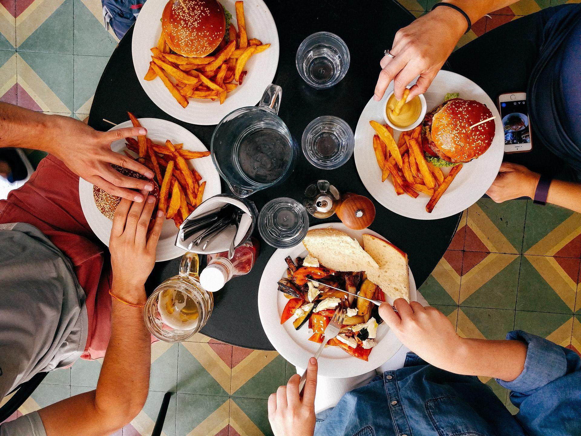 ¿La comida chatarra puede causarte depresión?