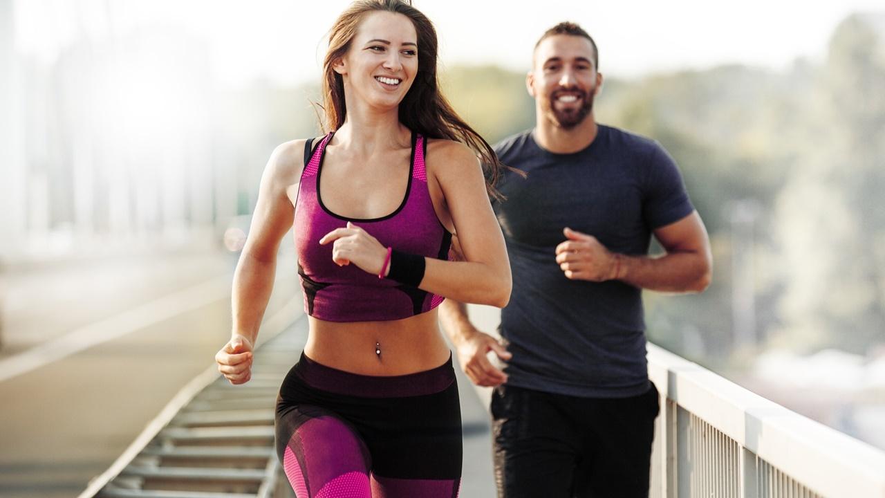 Esta rutina de ejercicios por las mañanas cambiará tu día