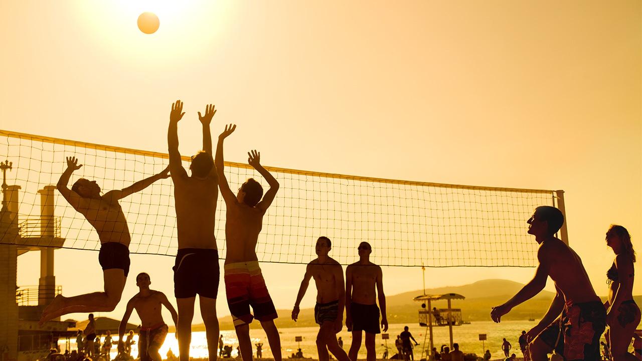 5 deportes que puedes practicar en la playa