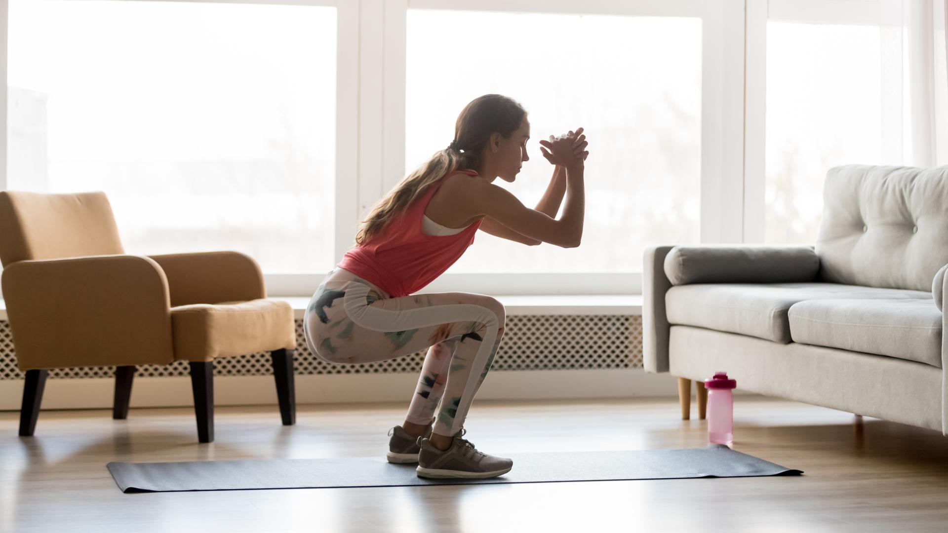 Realiza estos 5 ejercicios al levantarte para tener más energía en el día