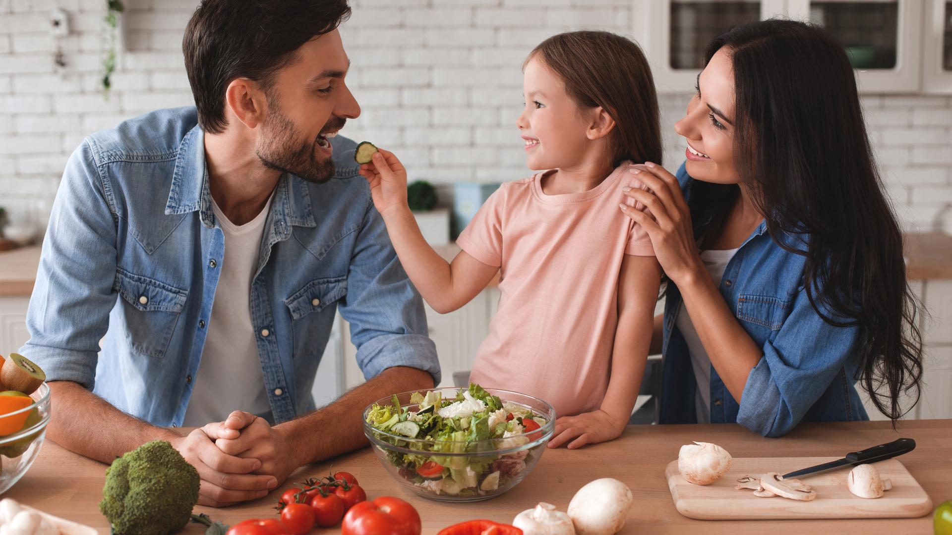 5 errores comunes al cocinar que dañan la salud