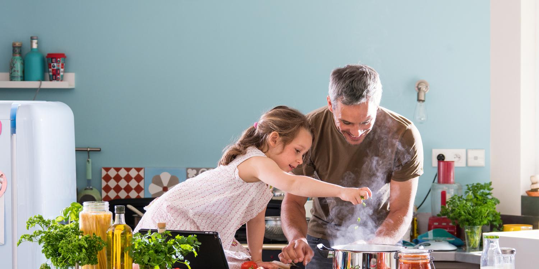 Tres recetas saludables que puedes preparar con tus hijos en verano